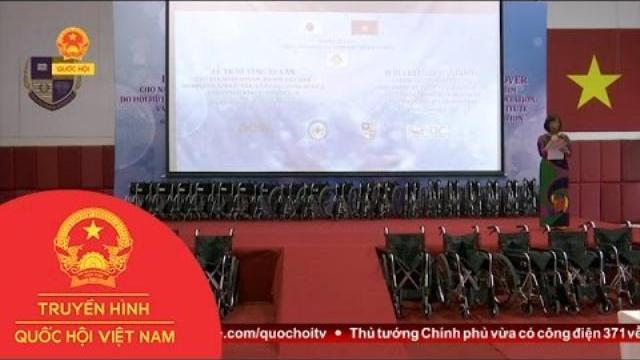 Thời sự - Văn phòng nguyên Thủ tướng Nhật Bản trao tặng quà cho nạn nhân da cam, dioxin Việt Nam
