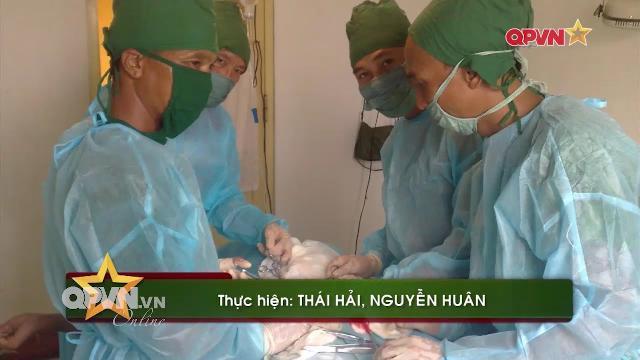Mổ cấp cứu chiến sĩ Hải quân viêm ruột thừa tại Đảo Phan Vinh Trường Sa