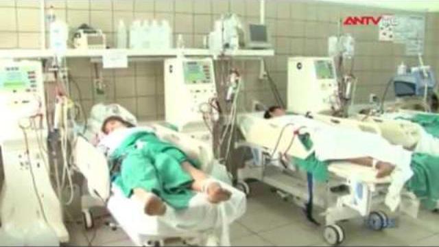 9 SV được giải độc methanol, 3 người tổn thương não
