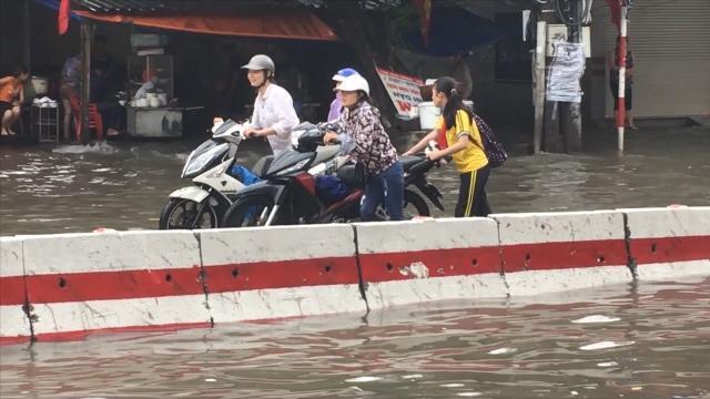 Tin Tức 24h: Mưa lớn, nhiều tuyến phố tại Hải Phòng thành sông