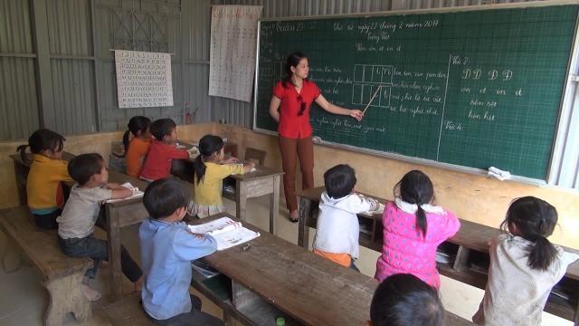Tin Tức 24h Mới Nhất: Vượt khó, bám bản dạy học sinh vùng biên