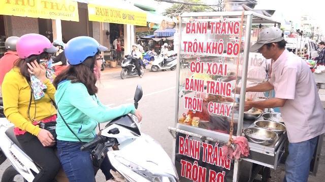 Phóng sự Việt Nam mới nhất 2017: Cẩn trọng khi ăn bánh tráng trộn