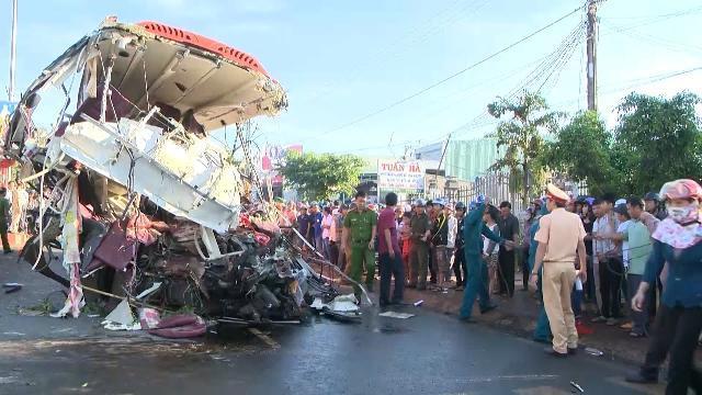 Tai nạn giao thông thảm khốc, 12 người chết, 23 người bị thương ở Gia Lai