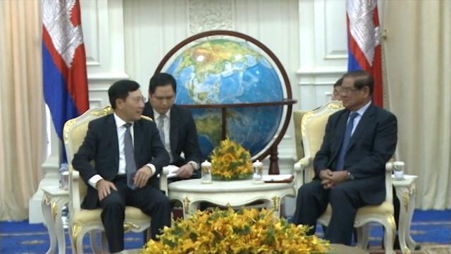 Quyền Thủ tướng Campuchia Samdech Sar Kheng tiếp Phó Thủ tướng Phạm Bình Minh