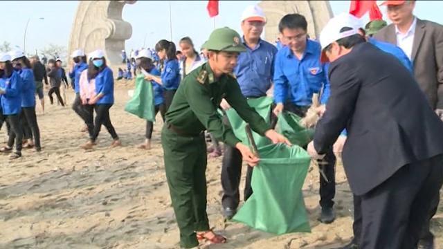 Tin Tức 24h: Hà Tĩnh phát động chương trình làm sạch môi trường biển