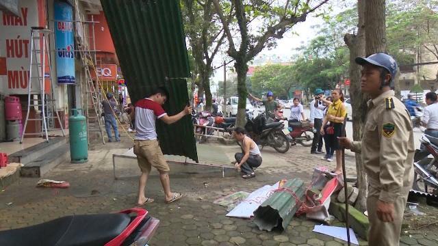 Tin tức 24h: Hà Tĩnh ra quân giành lại vỉa hè cho người đi bộ