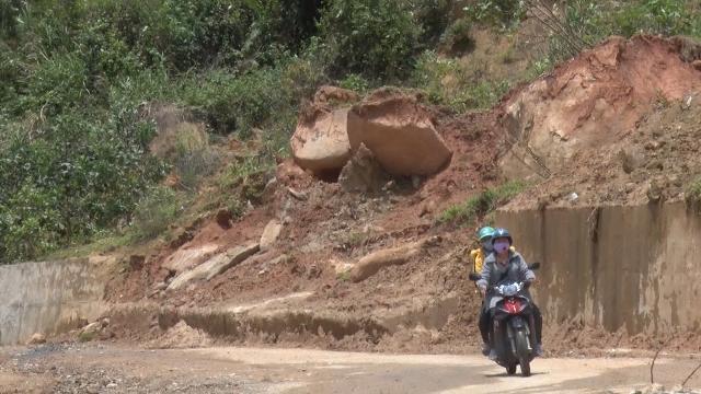 Tin Tức 24h: Quảng Ngãi xuất hiện thêm nhiều điểm sạt lở núi