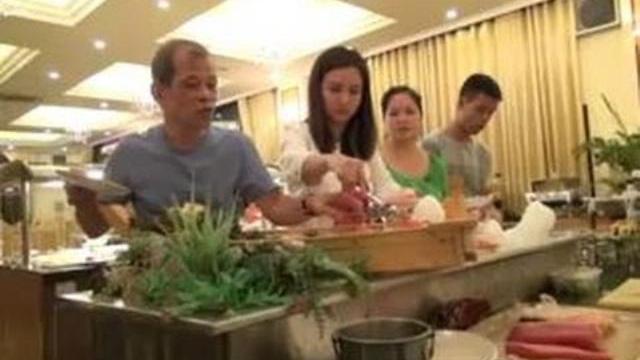 Camera giấu kín: Vô ý thức khi đi ăn Buffet