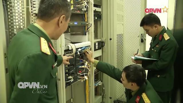 Những người lính giữ vững thông tin thông suốt cho Quân đội