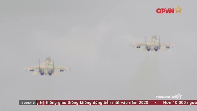 3 Sư đoàn Không quân Việt Nam hợp luyện ném bom quy mô lớn