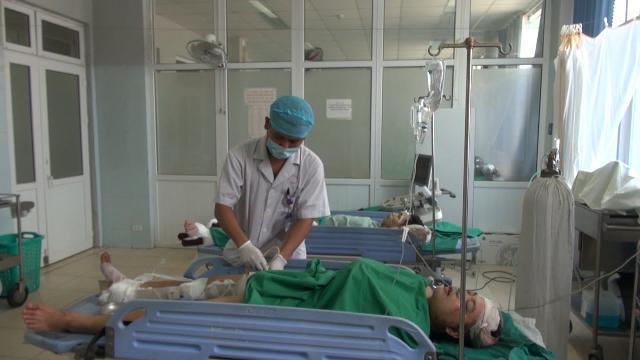 Tin Tức 24h: 2 xe tải lao xuống vực, 4 người bị thương ở Lai Châu