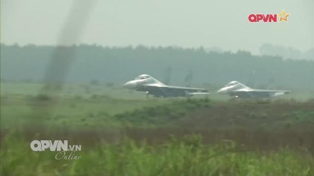 Thời sự Quốc phòng Việt Nam ngày 9/4/2017: Su-30MK2 Sư đoàn Không quân 370 huấn luyện