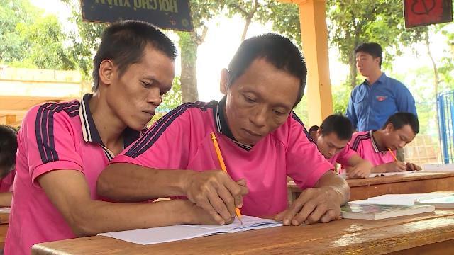 Tin Tức 24h Mới Nhất: Lớp học xóa mù chữ cho bệnh nhân tâm thần