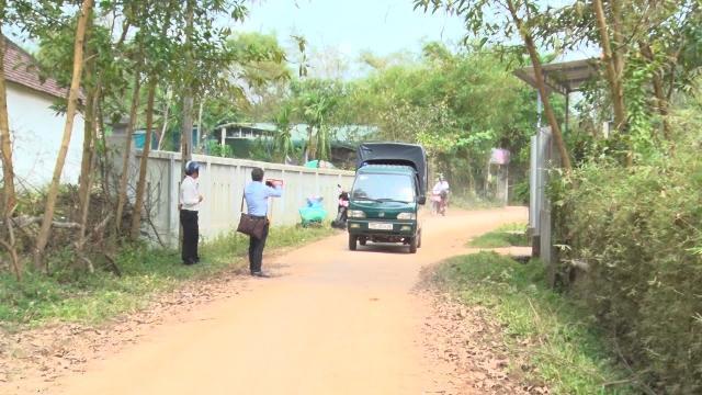 Thừa Thiên - Huế: Người dân ngăn xe tải phá hủy đường liên thôn