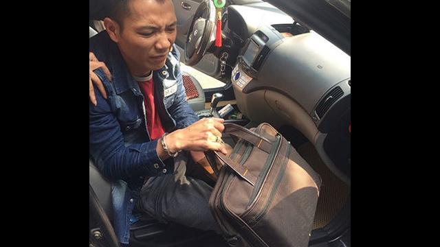 """Công an ruy đuổi Limousine VIP """"đánh"""" 10 bánh heroin về Hà Nội"""
