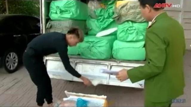 """Công an chặn bắt 1 tấn nầm lợn Trung Quốc """"đổ bộ"""" vào Hà Nội"""