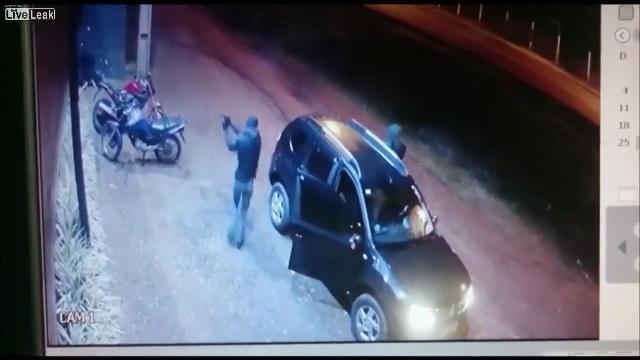 Video 2 tên ám sát bắn người dân bên ngoài hộp đêm