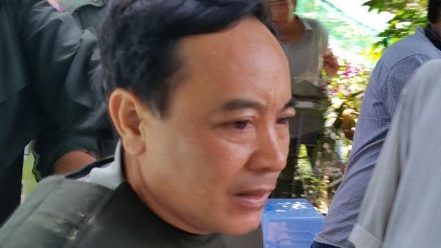 Nhân viên đâm trọng thương Trưởng phòng Tư pháp huyện rồi cố thủ trong nhà