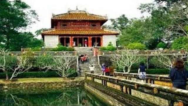 Lăng mộ vua Minh Mạng bị hủy hoại vì cát tặc sông Hương - Điều tra qua thư khán giả