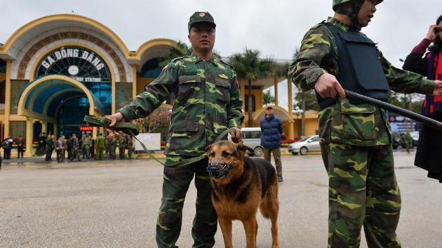Huy động chó nghiệp vụ, siết chặt an ninh quanh ga Đồng Đăng