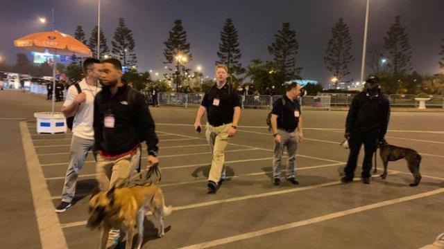 Lính bắn tỉa Mỹ vui vẻ rời sân bay Nội Bài