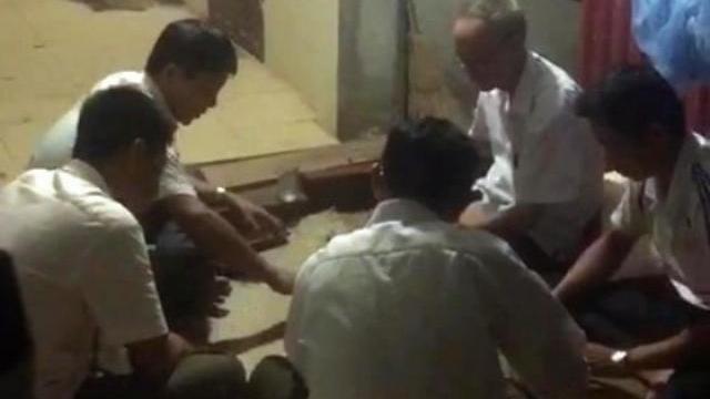 Thanh Hóa: Cán bộ xã đánh bạc ăn tiền