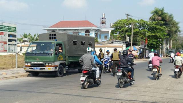 Hàng trăm cảnh sát đang vây bắt kẻ xả súng tại Củ Chi