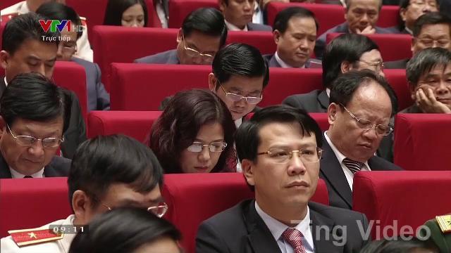 Tổng Bí thư trình bày báo cáo tại Đại hội XII của Đảng
