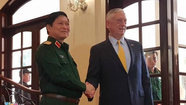 Bộ trưởng Ngô Xuân Lịch và Bộ trưởng Mattis gặp gỡ tại TP.HCM