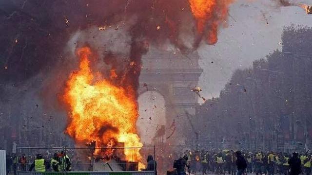 Hàng trăm ngàn người b.i.ể.u t.ì.n.h phản đối tăng giá xăng dầu ở Pháp