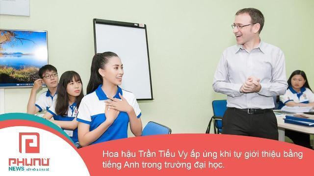 Hoa hậu Trần Tiểu Vy ấp úng khi tự giới thiệu bằng tiếng Anh trong trường Đại Học Sư phạm Kỹ thuật