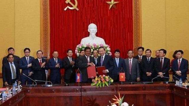 Bộ trưởng Tô Lâm hội đàm cùng phó Thủ tướng, bộ trưởng bộ nội vụ Campuchia