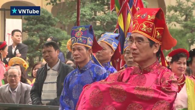 Chủ tịch nước Trần Đại Quang dâng hương, thả chim phóng sinh tại Hoàng thành Thăng Long