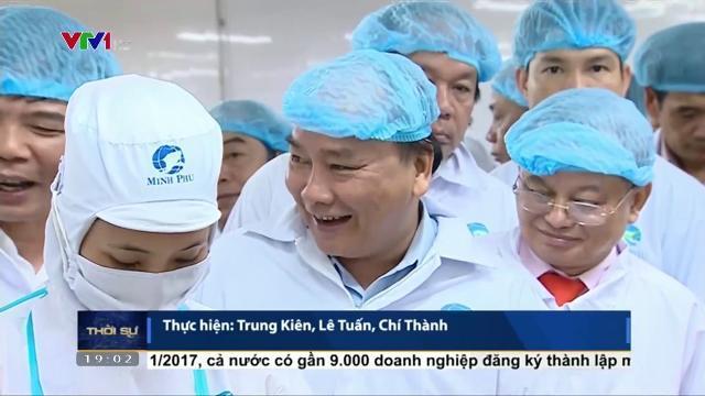 Thủ tướng Nguyễn Xuân Phúc thăm doanh nghiệp chế biến tôm