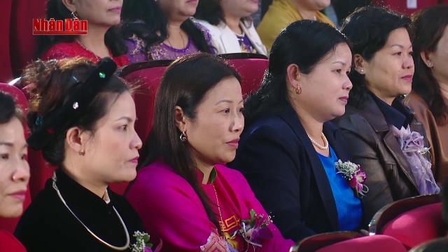 """Thủ tướng đối thoại với phụ nữ tại chương trình """"Tự hào Phụ nữ Việt Nam"""""""