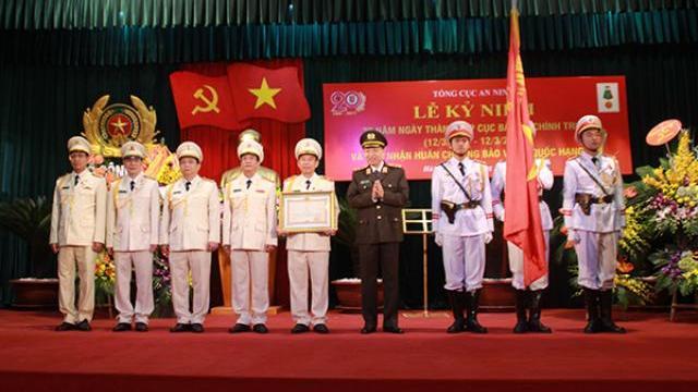 Lực lượng Cảnh sát Điều tra tội phạm về ma túy đón nhận Huân chương Chiến công hạng Nhất