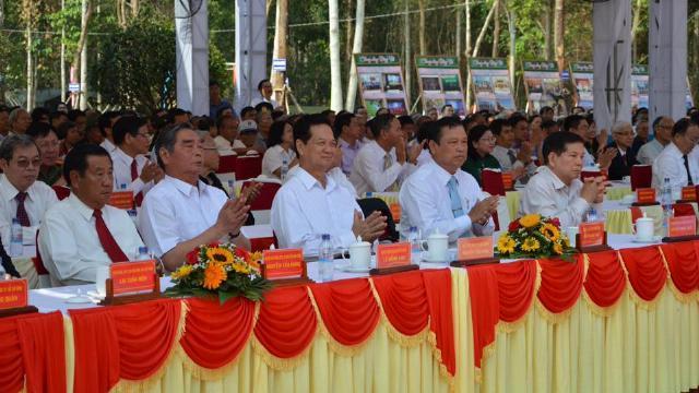 Nguyên Thủ tướng Nguyễn Tấn Dũng dự lễ kỷ niệm 42 năm giải phóng Bình Phước
