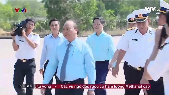 Thủ tướng Nguyễn Xuân Phúc kiểm trả lữ đoàn tên lửa bờ 681