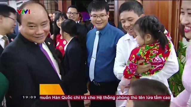 Thủ tướng Nguyễn Xuân Phúc gặp cán bộ đại sứ quán và cộng đồng ở Philippines