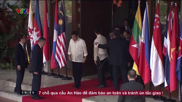 Thủ tướng Nguyễn Xuân Phúc thảo luận về bán đảo Triều Tiên và biển đông cùng lãnh đạo ASEAN