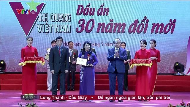 Thủ tướng Nguyễn Xuân Phúc tôn vinh 30 điển hình tiêu biểu trong thi đua yêu nước