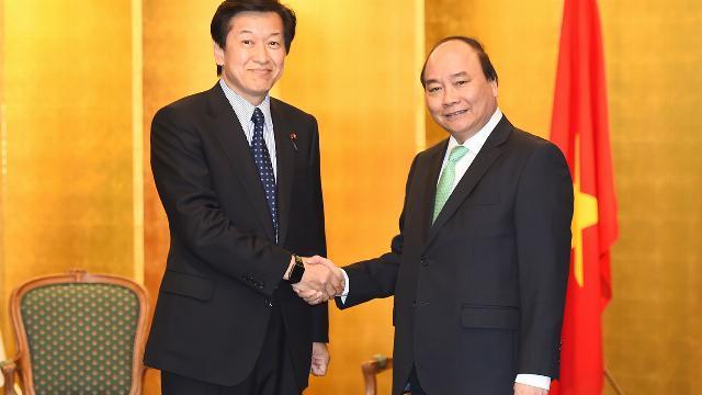 Thủ tướng Nguyễn Xuân Phúc tiếp Hạ nghị sỹ Tsuyoshi Yaguchi, Chủ tịch Ủy ban An ninh Hạ viện Nhật Bả