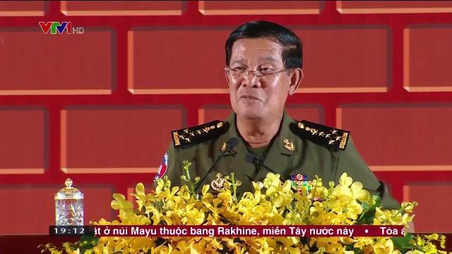 Thủ tướng Nguyễn Xuân Phúc chào mừng Thủ tướng Campuchia Hun Sen sang thăm Việt Nam