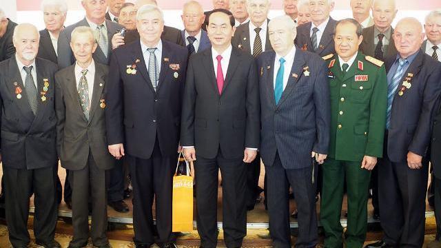 Chủ tịch nước gặp cựu chiến binh Belarus tham gia công tác ở Việt Nam