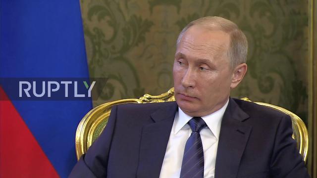 Chủ tịch nước Trần Đại Quang gặp gỡ Tổng thống Nga Vladimir Putin