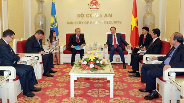 Bộ trưởng Tô Lâm tiếp Đại sứ Kazakhstan