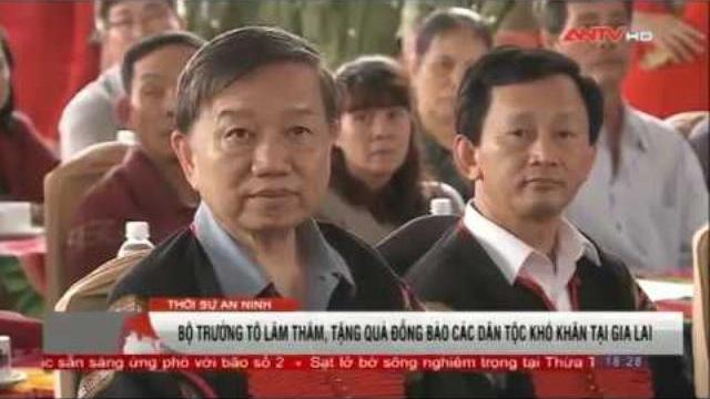 Bộ trưởng Tô Lâm thăm, tặng quà tại Gia Lai