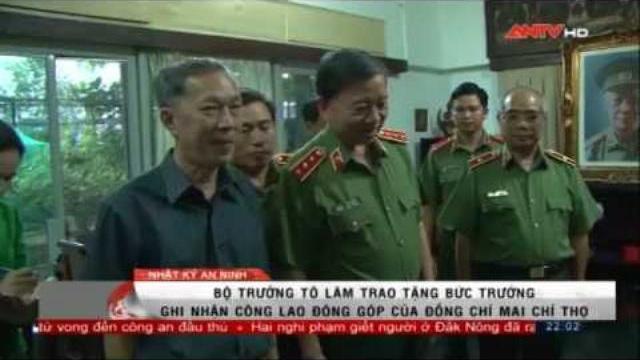 Thượng tướng Tô Lâm thắp hương tưởng nhớ Đại tướng Mai Chí Thọ