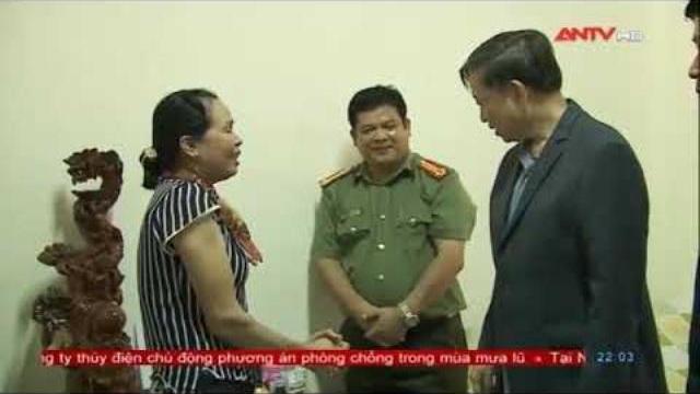 Bộ trưởng Tô Lâm thăm, tặng quà các gia đình thương binh, liệt sỹ