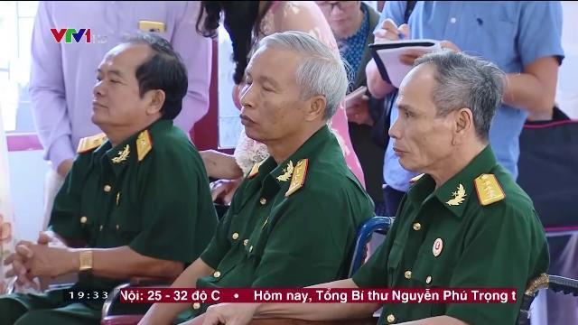 Thủ tướng Nguyễn Xuân Phúc thăm Trung tâm điều dưỡng thương binh và người có công
